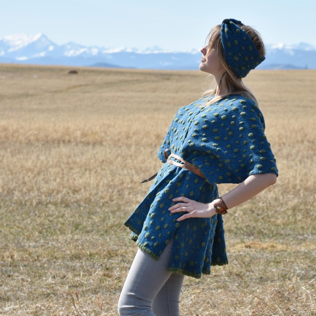 blue poncho, leather belt